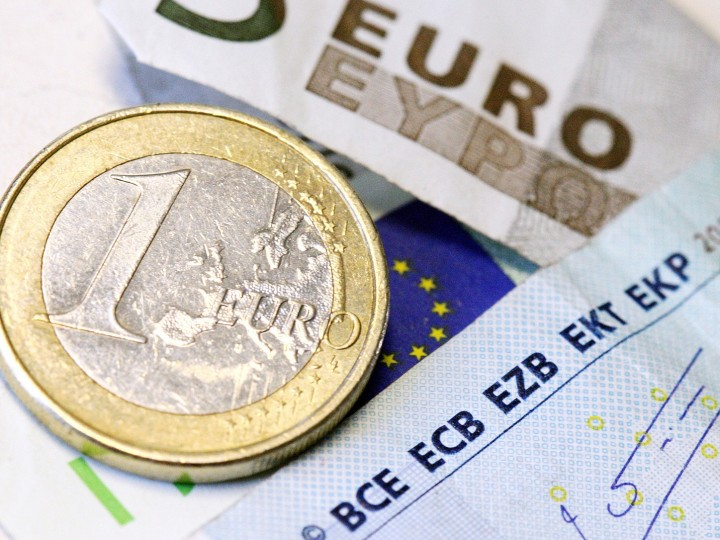 epa02150995 (FILE) A file picture dated 11 March 2010 shows a euro coin and notes in Frankfurt Main, Germany. On 10 May 2010, German Chancellor Merkel defended the 'unprecedented' 750-billion-euro (960-billion-US dollar) safety net for eurozone members agreed upon overnight in Brussels. Merkel said the 'unique' measures served to 'strengthen and protect' the euro currency against 'broad attacks' on the markets. Merkel also stressed that any such bail-out would be attached to stringent demands for any ailing economy to enact budget reforms.  EPA/TOBIAS KLEINSCHMIDT
