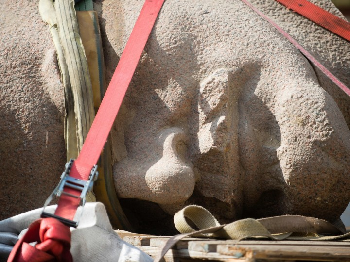 epa04923658 A giant Lenin head, lies secured on the loading area of a truck in Berlin, Germany, 10 September 2015. The head of the Lenin monument, which was dismantled in 1991, will be part of the exhibition 'Enthuellt. Berlin und seine Denkmaeler' ('Revealed. Berlin and his monuments').  EPA/GREGOR FISCHER