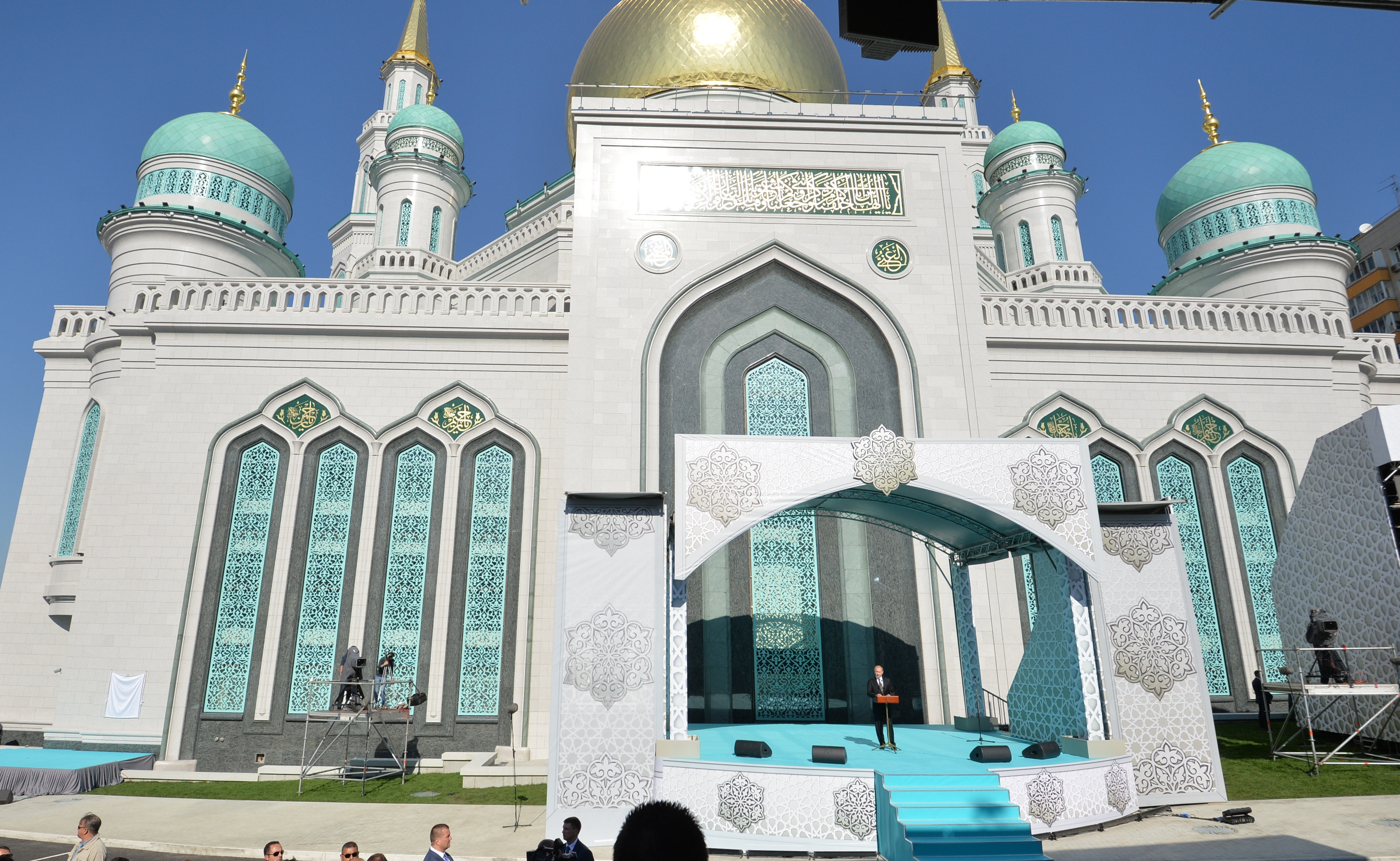 Putin unveils Moscow's new mosque