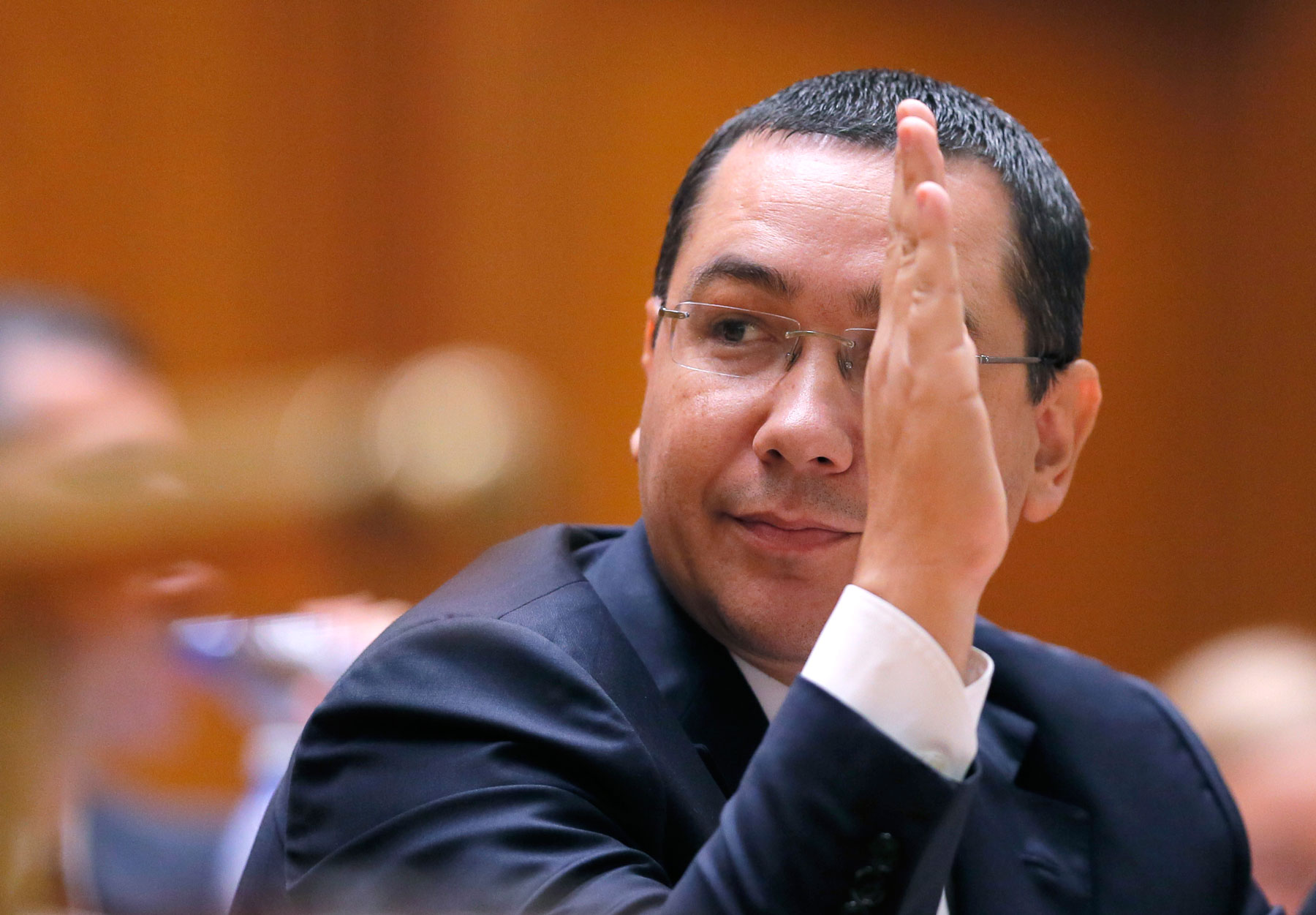 Victor Ponta, The Man Without Qualities