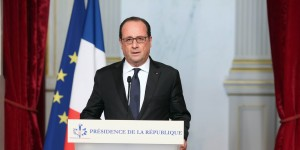 epa05023994 French president Francois Hollande makes a statement at the Elysee palace in Paris, France, on 13 November 2015, following a series of attacks in Paris. At least 149 people have been killed in a series of attacks in Paris on 13 November, according to French officials.  EPA/Christelle Alix / Elysee palace handout   EDITORIAL USE ONLY/NO SALES