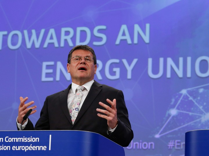 epa05030910 EU Commissioner for Energy Union, Maros Sefcovic, speaks during a news conference on the Energy Union Strategy at the European Commission headquarters in Brussels, Belgium, 18 November 2015. Press conference on the State of the Energy Union  EPA/LAURENT DUBRULE