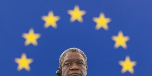 epa04504473 Denis Mukwege from Congo waits for his speech beforerecieving the Sakharov Prize for Freedom at the European Parliament  in Strasbourg, France, 26 November 2014.  EPA/PATRICK SEEGER