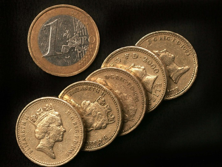 An image showing a stock of Sterling pound coins in comparison to a single Euro coin as the value of the pound continues to fall closer to parity with the Euro, 19 December 2008. Britain?s pound sterling 18 December hit a fresh record low against the euro amid speculation of further interest rate cuts by the Bank of England to help stimulate the economy. Analysts believe the British currency could reach parity with the euro early in early 2009.  EPA/LAWRENCE LOOI UK AND IRELAND OUT