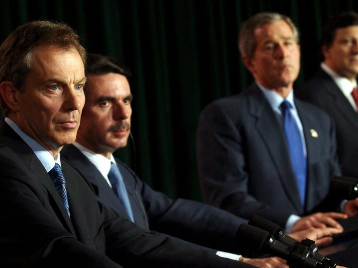 AZO102 - 20030316 - LAJES, AZORES, PORTUGAL : (from L-R) British Prime Minister Tony Blair, Spanish Prime Minister Jose Maria Aznar, US President George Bush and Portuguese Prime Minister Jose Manual Durao Barroso during a press conference in Lajes military base on the Azores, Sunday March 16, 2003, where talks over Iraq were held. EPA PHOTO POOL/STEFAN ROUSSEAU