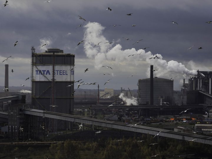 epa05019442 The Tata steelworks in Scunthorpe, Britain 10 November 2015. Indian owners of Tata Steel recently announced 900 job losses at the local plant with more in Scotland, blaming high costs for carbon emissions and cheap steel being dumped in the Britain and Europe coming from China.  EPA/INDSEY PARNABY