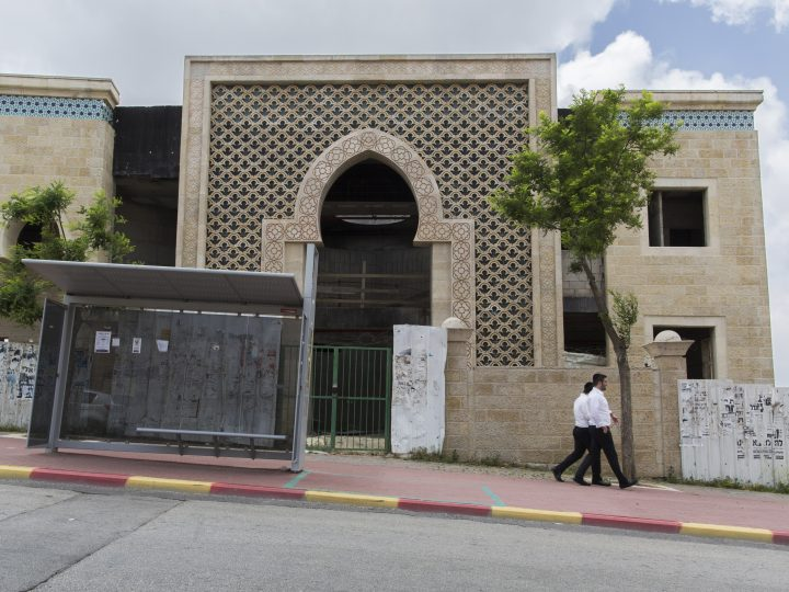epa04741444 Ultra-Orthodox Jews pass an unfinished synagogue under construction in Ramot Shlomo, an East Jerusalem neighborhood many consider a Jewish settlement, 10 May 2015. Late last week Israel announced they intend to build an additional 900 housing units in this neighborhood, days before the new narrow-based coalition government led by Prime Minister Benjamin Netanyahu is sworn-in. Many see the announcement as a sign of increased future building in East Jerusalem and West Bank settlements under the new right-wing government.  EPA/JIM HOLLANDER