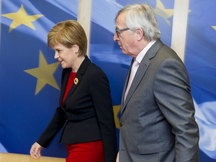 epa04780531 Scotland's First Minister Nicola Sturgeon (L) and EU Commission President Jean-Claude Juncker (R) walk to their meeting at the EU Commission headquarters in Brussels, Belgium, 02 June 2015. During a speech in Brussels, Sturgeon spoke about Britain's planned EU referendum and said that Scotland will push harder for its own independence if it is taken out of the EU.  EPA/OLIVIER HOSLET