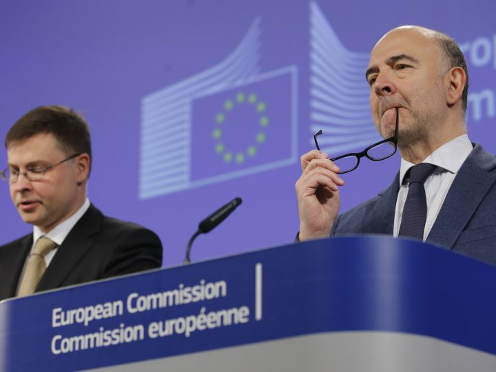 epa05314344 European commissioner in charge of Economic and Financial Affairs Pierre Moscovici and Valdis Dombrovskis (L)  European Commission Vice-President in charge of the Euro and Social Dialogue give a press conference in Brussels, Belgium, 18 May 2016. European Commission today proposes its 2016 country-specific recommendations (CSRs), setting out its economic policy guidance for individual Member States for the next 12 to 18 months. The College of Commissioners also discussed the current situation concerning the Rule of law in Poland  EPA/OLIVIER HOSLET