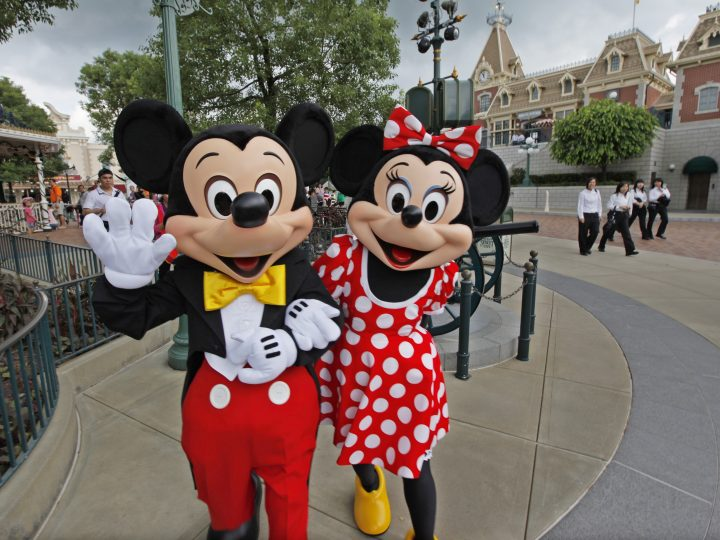 epa03368037 (FILE) A file photo dated 12 September 2010 showing actors clad as cartoon characters Mickey Mouse (L) and Minnie Mouse at Hong Kong Disneyland Resort in Hong Kong, China. Indian government released a statement 23 August 2012 saying they had agreed to a plan by Walt Disney company to invest some 144 million euros in India.  EPA/YM YIK