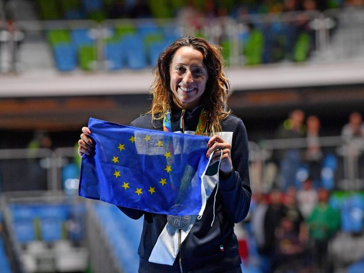 epa05472643 Elisa di Francisca of Italy poses with the flag of the European Union as she celebrates her silver medal during the award ceremony of the women's Individual Foil event of the Rio 2016 Olympic Games in Rio de Janeiro, Brazil, 10 August 2016.  EPA/ETTORE FERRARI