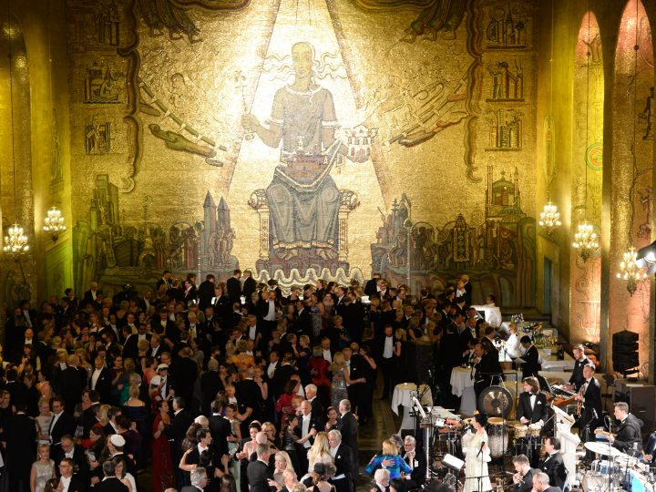 epa05064441 Guests dancing during the 2015 Nobel Banquet at the Stockholm City Hall in Stockholm, Sweden, 10 December 2015. The awards in the categories of medicine, physics, chemistry and literature are presented since 1901. The related Nobel Prize in Economics was established in 1968.  EPA/FREDRIK SANDBERG SWEDEN OUT