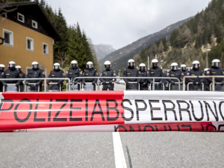 epa05275301 Riot Austrian police line up to face protesters (not pictured) during a rally against the Austrian government's planned re-introduction of border controls at the Brenner Pass, Austria, 24 April 2016. Austrian and Tyrolean authorities announced they will reinstate border controls along Austrian's border crossings with Italy in order to stem the influx of migrants.  EPA/JAN HETFLEISCH