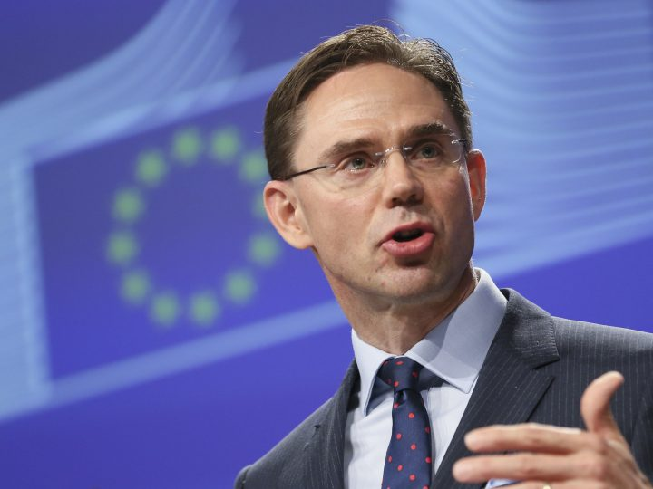 epa05591765 Finland's Jyrki Katainen, the European Commissioner in charge of jobs, growth, investment and competitiveness, speaks during a media brieifing at the end of the European Commission Weekly College meeting, in Brussels, Belgium, 19 October 2016. The focus of the meeting reportedly was mainly focussing on international trade issues.  EPA/OLIVIER HOSLET