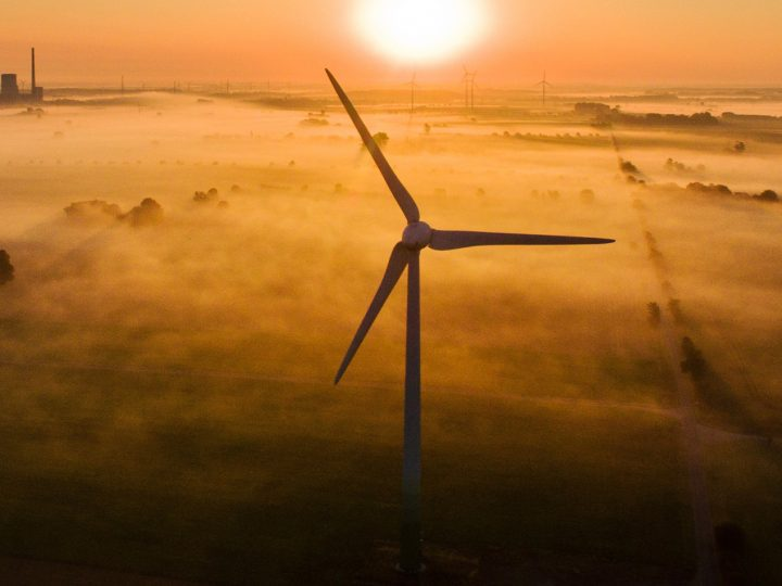 epaselect epa05498745 The morning mist is illuminated by the rising sun over fields and wind turbines near Sehnde, Germany, 19†August 2016. The Mehrum coal-fired power station is visible on the horizon.  EPA/JULIAN STRATENSCHULTE
