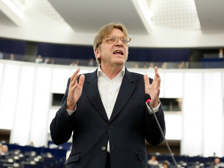epa05350302 Guy Verhofstadt, leader of Alliance of Liberals and Democrats for Europe (ALDE) delivers his speech during a debate on migration at the European Parliament in Strasbourg, France, 07 June 2016.  EPA/MATHIEU CUGNOT