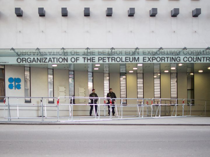 epa05668760 Police guard the entrance of the Opec headquarters in Vienna, Austria, 10 December, 2016. The Organization of the Petroleum Exporting Countries meet non-OPEC nations in Vienna on Saturday aiming to cut back oil supply to increase prices.  EPA/LISI NIESNER