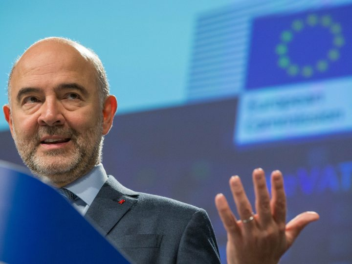 epa05654872 European Commissioner for Economic and Financial Affairs Pierre Moscovici gives a press conference on new VAT rules for e-commerce at the EU Commission headquarters in Brussels, Belgium, 01 December 2016.  EPA/STEPHANIE LECOCQ