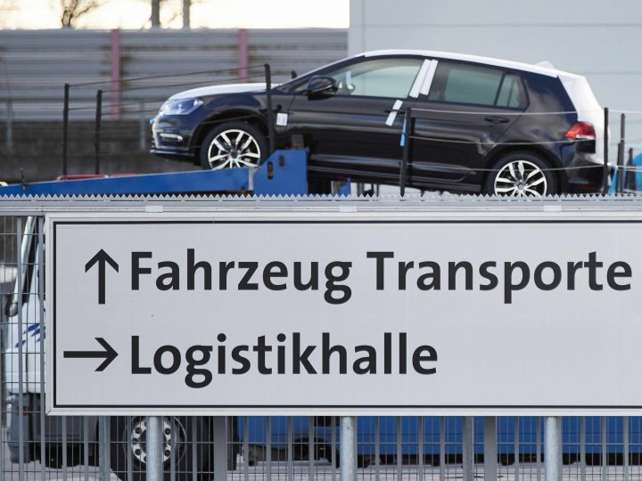 epa05699278 A truck transports new Volkswagen (VW) cars from the Volkwagen plant in Wolfsburg, Germany, 05 January 2017. Lawyers representing Volkswagen on 03 January 2017 filed the first lawsuit in Germany about the VW emissions diesel cheating scandal.  EPA/CARSTEN KOALL