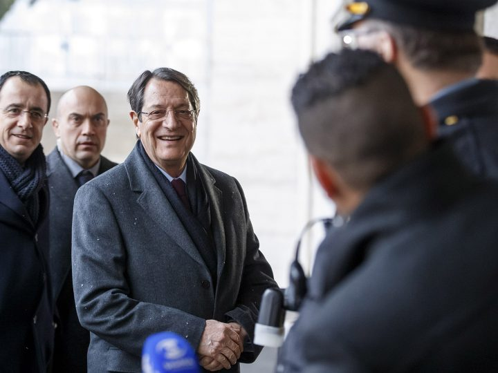 epa05708730 Cypriot President Nicos Anastasiades arrives (C) arrives for the second day for the Cyprus Peace Talks, at the European headquarters of the United Nations in Geneva, Switzerland, 10 January 2017. Others are not identified.  EPA/SALVATORE DI NOLFI