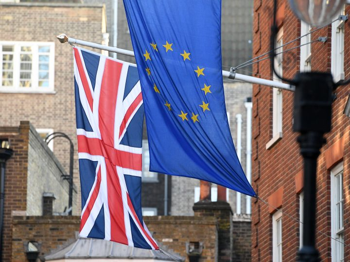 epa05746976 The EU and Union Jack flags fly side by side outside the Europa House in Westminster in London, Britain, 24 January 2017. The British government earlier the same day lost its right to trigger Article 50 o the Lisbon treaty without a parliamentary vote, after the Supreme Court announced an 8-3 verdict against the government.  EPA/FACUNDO ARRIZABALAGA
