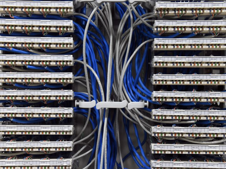 epa05287985 Ethernet data cables are seen in a server room in Canberra, Australia, 03 May 2016.  EPA/MICK TSIKAS AUSTRALIA AND NEW ZEALAND OUT