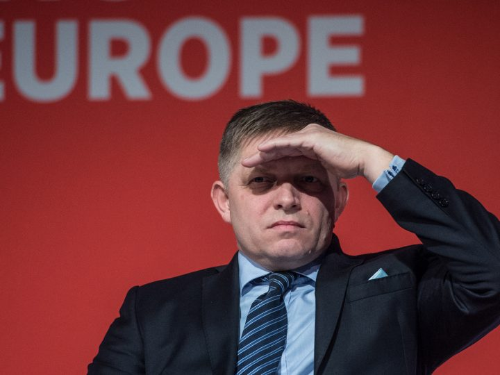 epa05656914 Robert Fico, Prime Minister of Slovakia and leader of SMER party reacts at the Party of European Socialists Council in Prague, Czech Republic, 02 December 2016.  EPA/FILIP SINGER