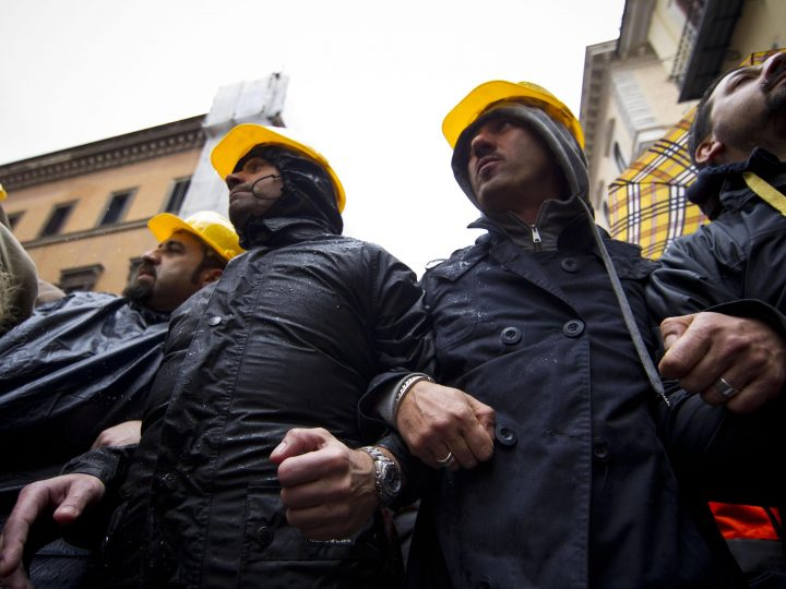 epa03490666 Workers of the ILVA steel plant demonstrate in front of Deputy Chambers in Rome, Italy, 29 November 2012 while the Italian government and social partners are trying to reach an agreement about the future of the Taranto factory. Italy's Riva Group said 26 November it was shutting down its Ilva steelworks in Taranto, southern Italy, in the latest twist of a legal battle that has been fought for months over the future of the plant, which is Europe's biggest.  EPA/MASSIMO PERCOSSI