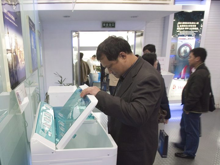 epa01315318 A man looks at a washing machine at the Haier showroom in the coastal city of QIngdao in East China's Shandong province, 15 April 2008. Haier, China's top home appliance maker is a sponsor of the 2008 Olympics and has vowed to donate home appliances, books and stationery to needy students each time a Chinese athlete wins an Olympic gold medal.  EPA/DIEGO AZUBEL