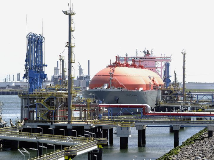 epa02811873 The LNG ship Arctic Voyager is moored in the port of Rotterdam 06 July 2011. The gate terminal, the first LNG terminal in the Netherlands, is running on tria since June. According to the Port of Rotterdam, the start of the commercial operation of Gate Terminal in due September 2011, with installations subjected to extensive testing for a number of months. In the first phase, the tanks and the pipelines will be cooled down to -162 degrees Celsius. This is the temperature at which the gas comes from the tanker and is stored in the three storage tanks at the terminal.  EPA/Lex van Lieshout
