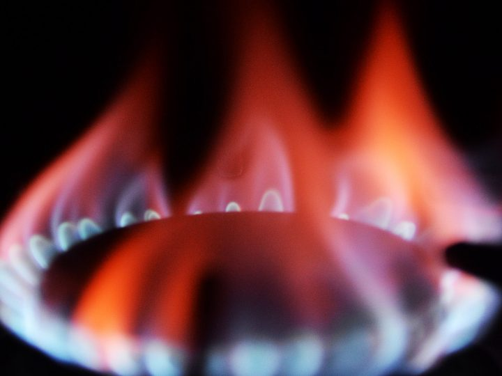 epa03914011 A flame burns on the hob of a British Gas customer in London, Britain, 17 October 2013. British Gas announced 17 October 2013 that the company is to increase prices for domestic customers, with a dual-fuel up by 9 per cent starting from 23 November 2013. The increase will have an impact on some eight million households across Britain.  EPA/ANDY RAIN