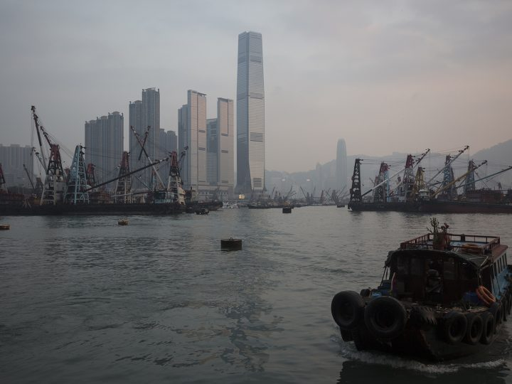 epa05048502 Smog hangs over the International Commerce Centre and the Yau Ma Tei typhoon shelter in Hong Kong, China, 30 November 2015. The United Nations Climate Change Conference, known as COP21, runs from happening from 30 November to 11 December in Paris, with the overall goal of agreeing on a plan to limit the global temperature warming to two degrees Celsius above its current level.  EPA/JEROME FAVRE