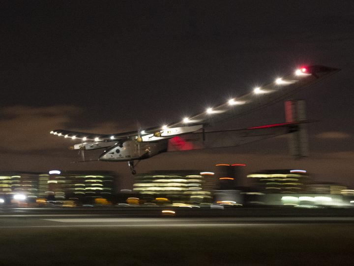 epa05601655 YEARENDER 2016 APRIL Solar Impulse 2, a solar-powered plane piloted by Swiss adventurer Bertrand Piccard lands just before midnight at Moffett Field in Mountain View, California, USA, 23 April 2016, after a flight from Hawaii, where he took off on 21 April for a non-stop three day flight to cover about 3,760 kilometers.  EPA/JOHN G. MABANGLO