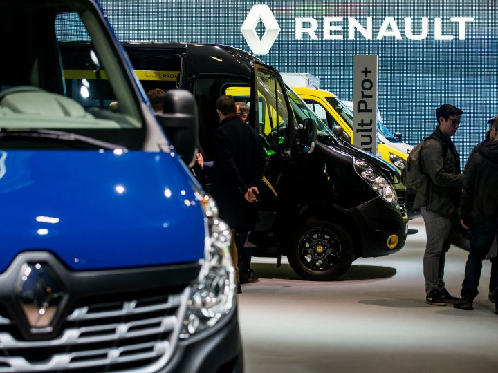 epa05721751 People walk around vans and transporters on the stand of French car maker Renault at the Brussels Motor Show in Brussels, Belgium, 16 January 2017. The Brussels Motor Show runs from 14 to 22 January 2017.  EPA/STEPHANIE LECOCQ