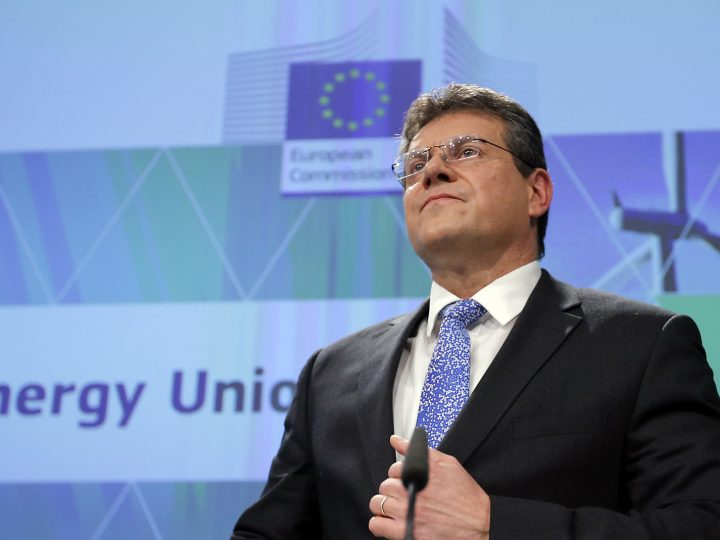 epa05764331 European Commission Vice-President for Energy Union Maros Sefcovic gives a press briefing in Brussels, Belgium, 01 February 2017.  EU commission presented 2nd report on the state of the energy union. State of the Energy Union shows progress made about the transition to a low-carbon, secure and competitive economy.  EPA/OLIVIER HOSLET
