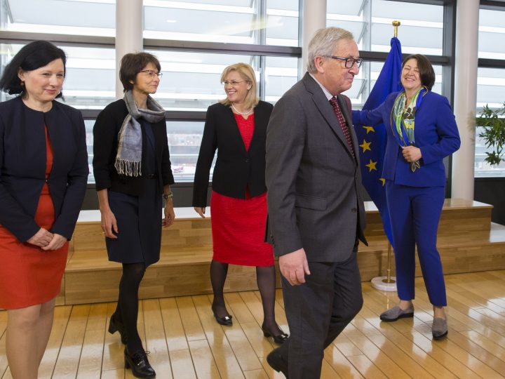 epa05835651 EU Commission President Jean-Claude Juncker and female European Commissioners (L-R) Vera Jourova, Marianne Thyssen, Corinna Cretu, and Violeta Bulc, pose together on the occasion of International Women's Day ahead of the start of the weekly college meeting of the European Commission in Brussels, Belgium, 08 March  2017. Eight of the 28 European Commissioners are female.  EPA/OLIVIER HOSLET