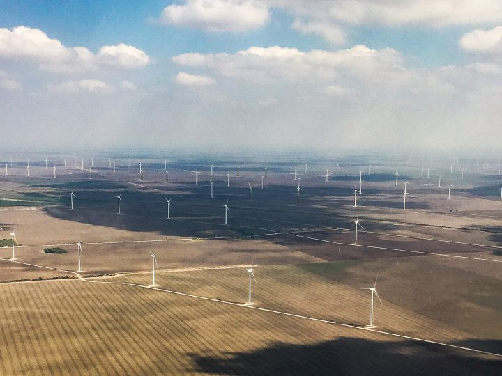 epa05819784 Large wind turbines are spread across fields near the Mexico border, near McAllen, Texas, USA, 27 February 2017. Wind energy is used across the United States.  EPA/LARRY W. SMITH