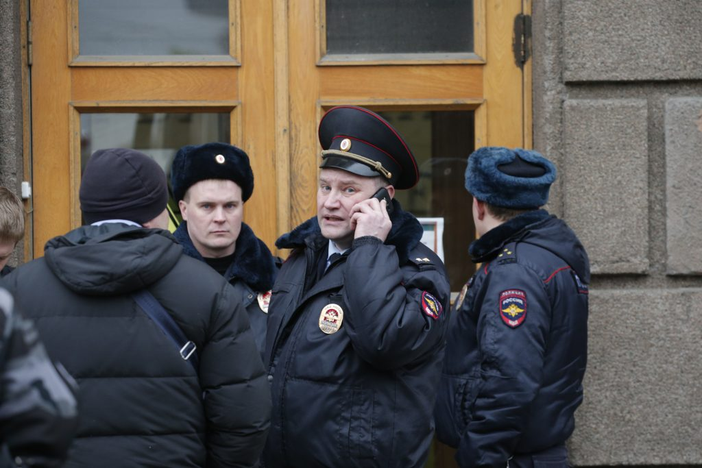 Russian investigators detain six on terror suspicion, no links to bomb attack
