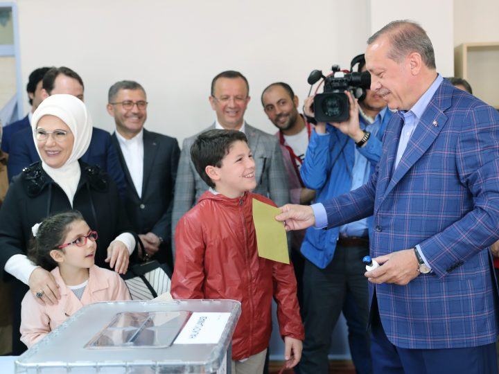 epa05910731 Turkish President Recep Tayyip Erdogan (R) cast his vote with his grandson Mehmet Akif (C) as his wife Emine (2-L) and granddaughter Mahinur (2-L, front) acompany him at a polling station for a referendum on the constitutional reform in Istanbul, Turkey, 16 April 2017. The proposed reform, passed by Turkish parliament on 21 January, would change the country's parliamentarian system of governance into a presidential one, which the opposition denounced as giving more power to Turkish president Recep Tayyip Erdogan.  EPA/TOLGA BOZOGLU