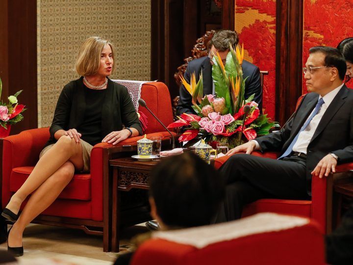 epa05913131 Federica Mogherini (L), High Representative of the European Union for Foreign Affairs and Security Policy and Vice-President of the European Commission talks to Chinese Premier Li Keqiang (R) during their meeting in Beijing, China, 18 April 2017. Mogherini is visiting China from April 18 to 20 for the 7th EU-China Strategic Dialogue.  EPA/ROMAN PILIPEY