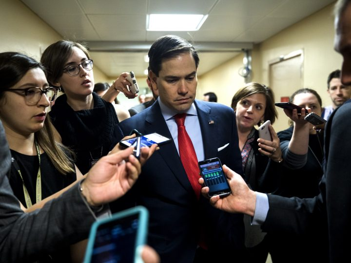 epa05895126 Reporters surround Republican Senator from Florida Marco Rubio to ask about the US airstrikes against Syria in the US Capitol in Washington, DC, USA, 07 April 2017. On 06 April US President Donald J. Trump ordered the attack in retaliation for Syria's gas attack against civilians.  EPA/JIM LO SCALZO