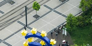 epa05959122 A general view from an elevated spot on the 'Euro' sculpture in front of the old European Central Bank (ECB) building in Frankfurt/Main, Germany, 12 May 2017.  EPA/ARMANDO BABANI