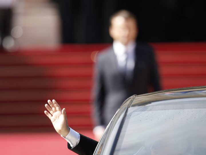 epaselect epa05963101 Outgoing French President Francois Hollande waves to the crowd from a departing car as new French President Emmanuel Macron (R) looks on during a handover ceremony at the Elysee Palace, in Paris, France, 14 May 2017.  EPA/YOAN VALAT / POOL MAXPPP OUT