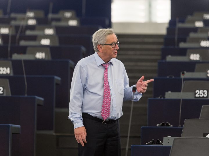 epa05969036 Jean-Claude Juncker, President of the European Commission, walks in the hemicycle at the European Parliament in Strasbourg, France, 17 May 2017. In the morning, MEPs will debate the guidelines for the negotiations with the UK on the terms of its withdrawal, adopted at the April EU Summit.  EPA/PATRICK SEEGER