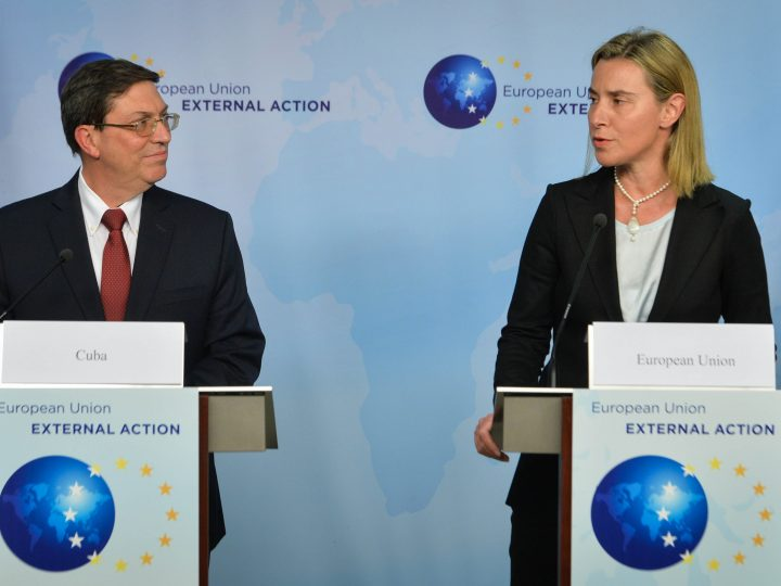 epa04716431 Federica Mogherini, High Representative of the European Union (EU) for Foreign Affairs and Security Policy (R) and Cuban Foreign Minister Bruno Rodriguez Parilla (L) give a joint press conference after a meeting at the European External Action Service (EEAS) building, near the European Commission headquarters in Brussels, Belgium, 22 April 2015. The Cuban Foreign Minister is on an official tour of Europe, which includes stops in Belgium, Luxembourg, France and the Netherlands.  EPA/STEPHANIE LECOCQ