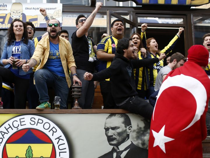 epa05923980 Supporters of the Fenerbahce soccer team shout slogans and they cheer to protesters during a rally against the referendum results in Istanbul, Turkey, 23 April 2017. Media reports Turkish President Erdogan won a narrow lead of the 'Yes' vote in unofficial results, 17 April 2017. The proposed reform, passed by Turkish parliament on 21 January, would change the country's parliamentarian system of governance into a presidential one, which the opposition denounced as giving more power to Turkish President Erdogan.  EPA/SEDAT SUNA