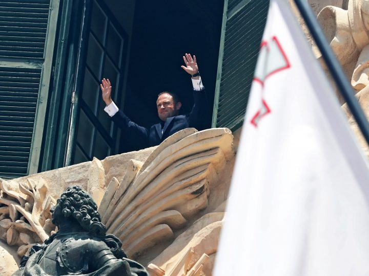 epa06011801 Joseph Muscat, leader of the Partit Laburista (Labour Party) and Maltese Prime Minister, waves from a balcony of Auberge de Castille after being sworn-in as Prime Minister of Malta in Valletta, Malta, 05 June 2017. Muscat's party won the 03 June election with a 55.1 percent majority.  EPA/DOMENIC AQUILINA
