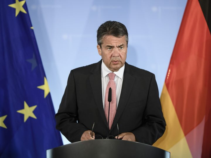 epa06098155 German Foreign Minister Sigmar Gabriel delivers a statement to the media on the occasion of the detention of a German human rights activists in Turkey, in Berlin, Germany, 20 July 2017. Gabriel interrupted his summer holidays to discuss the situation after Turkey had detained a group of human rights activists - including a German national - during a police raid on 05 July.  EPA/CLEMENS BILAN