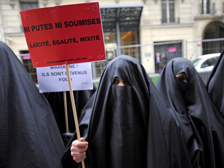 epa02006390 French association 'Ni Putes, Ni soumises' (lit.: Not Whores, Nor Subjected) activists walk towards the right political party UMP headquarters dressed with burkas, in Paris, France, 26 January 2010. The association activists in an ironic manner are marching in support of a law that would ban burqas -- which they feel demeaning to women -- throughout the French territory the same day a parliamentary commission recommended a partial ban of the Muslim face veils.  EPA/YOAN VALAT CLARIFYING CAPTION OF epa02006342