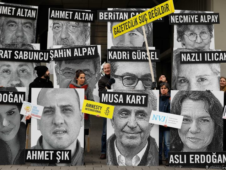 epa05812776 Activists call for the release of journalists in front of the Turkish consulate in Rotterdam, The Netherlands, 24 February 2017. Amnesty International, together with the Dutch Association of Journalists, PEN Netherlands and The Hague Peace Projects held a protest in support for journalists in Turkey.  EPA/BAS CZERWINSKI